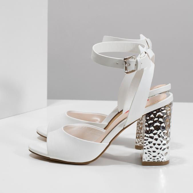Białe sandały na srebrnych słupkach, 761-5619 - 16