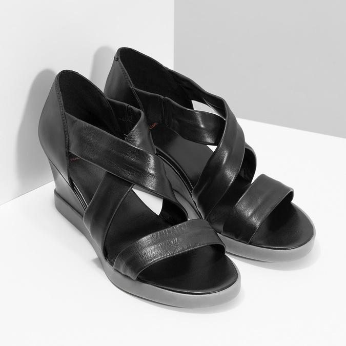 Czarne skórzane sandały na koturnach flexible, czarny, 664-6618 - 26